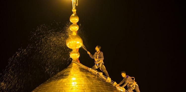 В связи с Мухаррамом был помыт золотой купол Храма Имама Хусейна (ас) - ФОТО / ВИДЕО