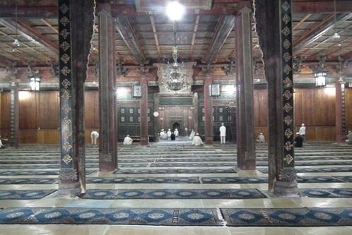 Divarlarında Quranın bütün surələri yazılan yeganə məscid
